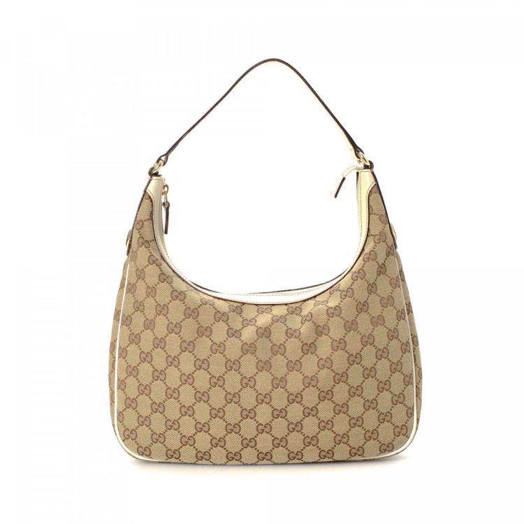 5fadd5274e5 The authenticity of this vintage Gucci Charmy Hobo Bag shoulder bag is  guaranteed by LXRandCo. This chic bag was crafted in gg canvas in beautiful  beige.