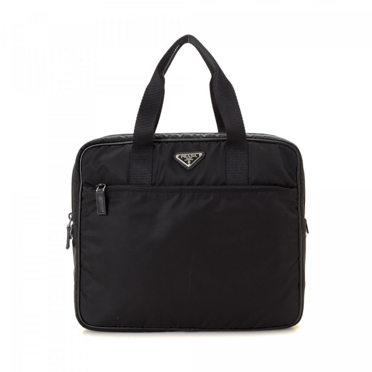 e8879018b3a1 The authenticity of this vintage Prada Laptop Bag handbag is guaranteed by  LXRandCo. This iconic handbag in black is made in tessuto nylon.