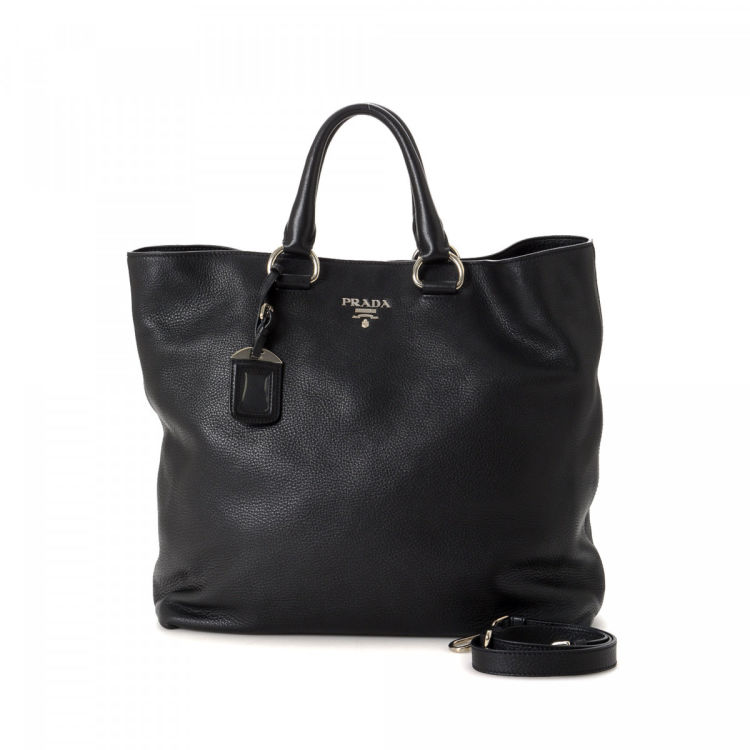 a8d9e051062ad LXRandCo guarantees this is an authentic vintage Prada Vitello Bag tote.  This luxurious work bag in black is made in vitello daino leather.