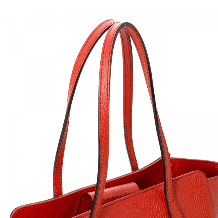78fc561346c1c2 LXRandCo guarantees the authenticity of this vintage Gucci Swing tote. This  sophisticated bag comes in red leather. Due to the vintage nature of this  ...