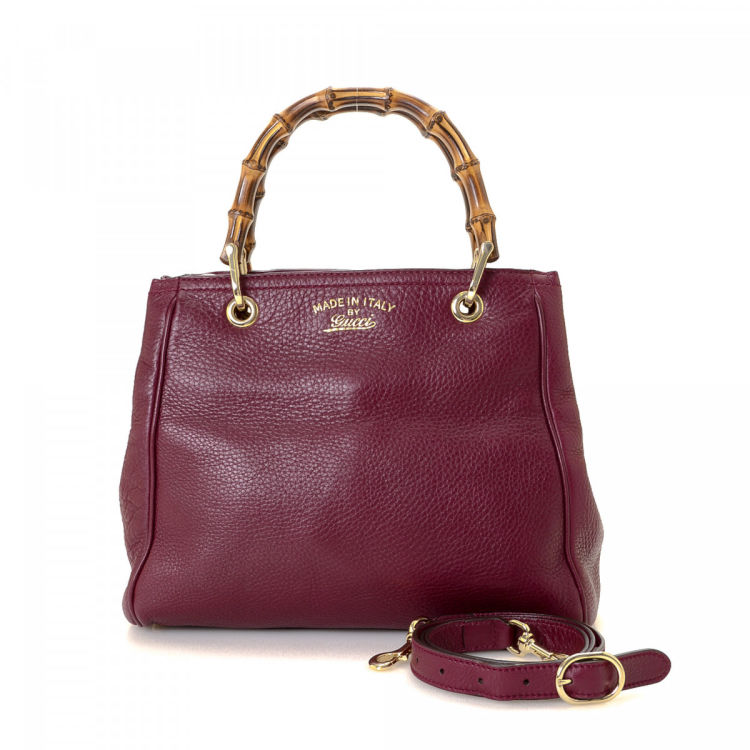 The authenticity of this vintage Gucci Bamboo Two Way handbag is guaranteed  by LXRandCo. This chic bag in burgundy is made of leather. eaf467b6c62b0