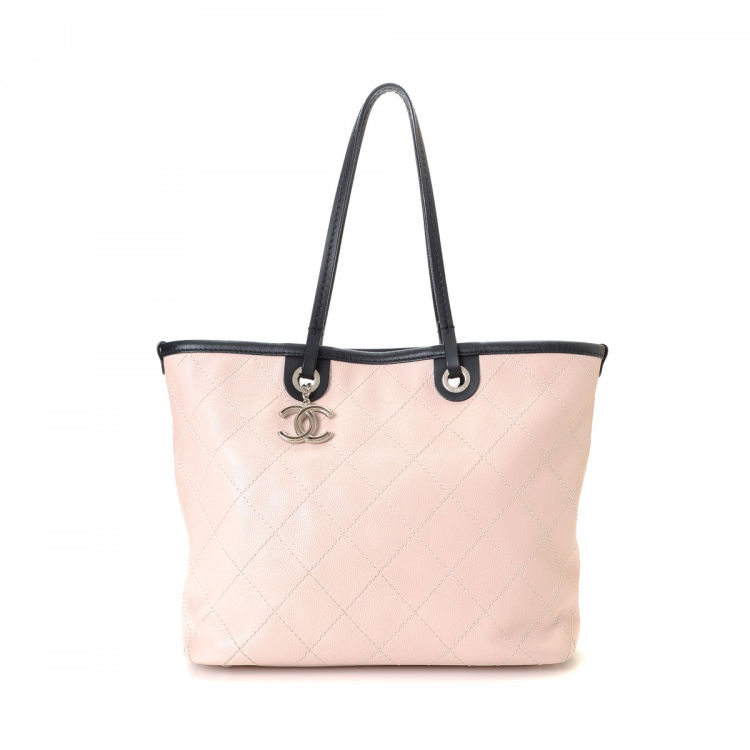 be5ac4f7f27c LXRandCo guarantees the authenticity of this vintage Chanel Shopping Fever  tote. Crafted in leather, this refined work bag comes in blush.