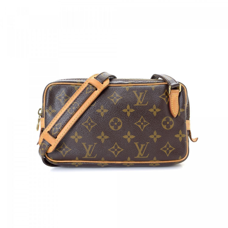 c50452b1aa79 The authenticity of this vintage Louis Vuitton Pochette Marly Bandoulière  messenger   crossbody bag is guaranteed by LXRandCo. Crafted in monogram  coated ...