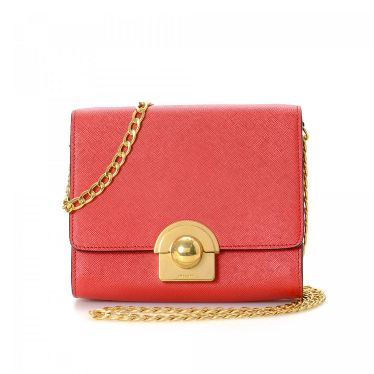 994a89c5db3ffd LXRandCo guarantees this is an authentic vintage Prada Saffiano Chain  shoulder bag. This stylish bag was crafted in saffiano lux leather in coral.
