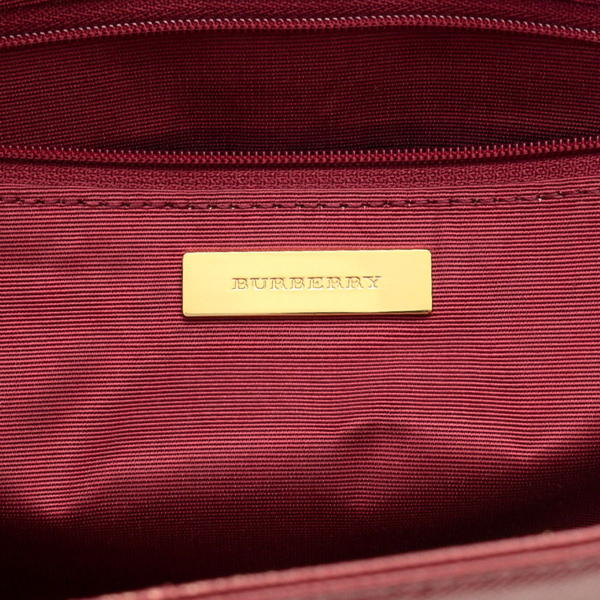 Burberry Haymarket Check Tote Bag. Free Shipping. LXRandCo guarantees this  is an authentic vintage Burberry Bag tote. This stylish work bag was crafted  ... cb1f261685