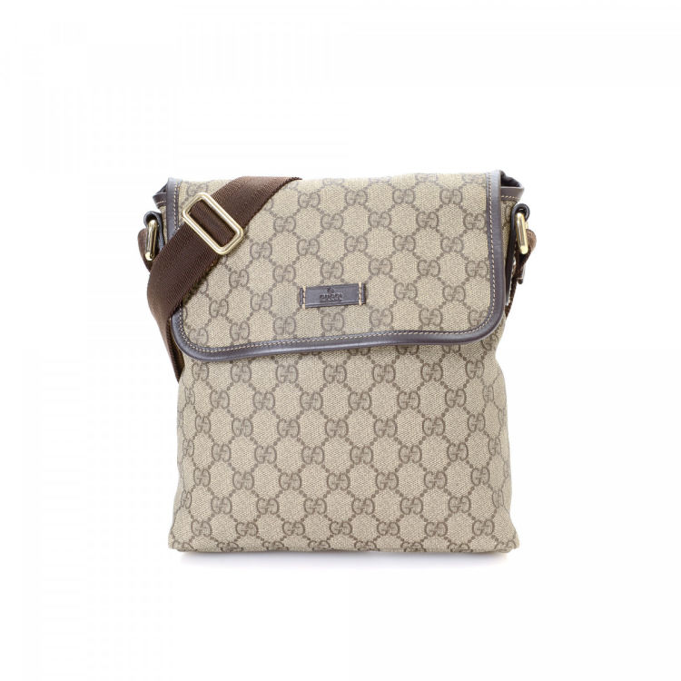 11fda2e9cc672b LXRandCo guarantees the authenticity of this vintage Gucci shoulder bag.  This chic purse in light grey is made in gg supreme coated canvas.