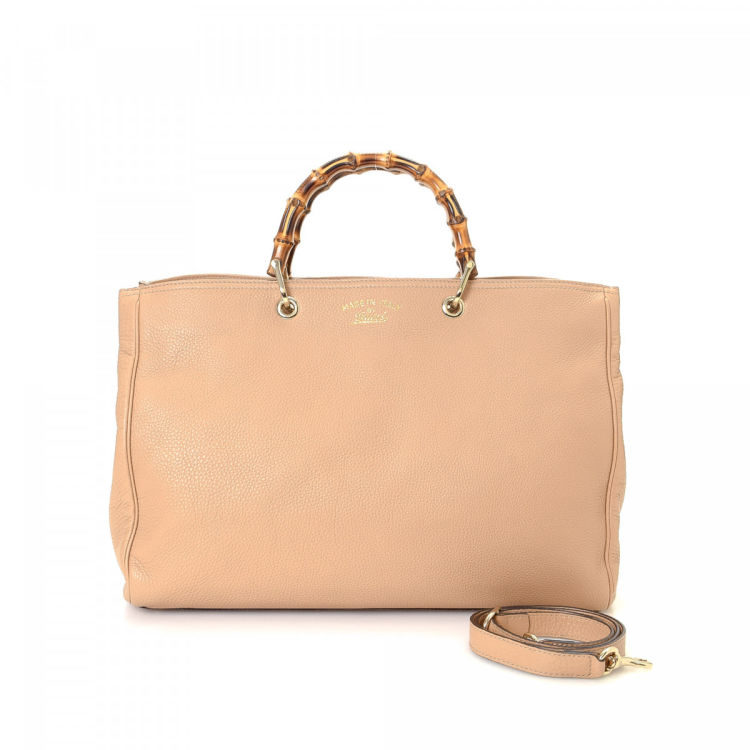 3825a2c8e50 LXRandCo guarantees this is an authentic vintage Gucci Bamboo Shopper tote.  This lovely tote bag comes in beautiful blush leather. Very good condition   (A)
