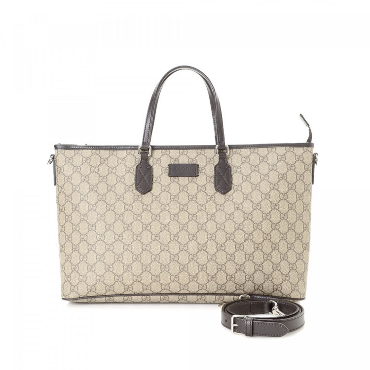 8948a11ddcb7f5 The authenticity of this vintage Gucci Two Way tote is guaranteed by  LXRandCo. This sophisticated tote bag was crafted in gg supreme coated  canvas in ...