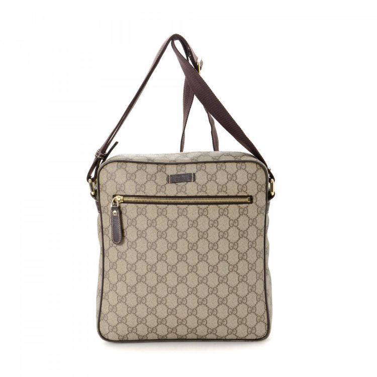 c0a19a2dbc6 LXRandCo guarantees this is an authentic vintage Gucci Crossbody Bag  messenger   crossbody bag. This everyday messenger   crossbody bag was  crafted in gg ...