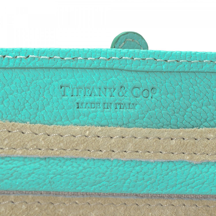 c3cb0ab4cdd LXRandCo guarantees this is an authentic vintage Tiffany Blue Jewelry Roll  Holder vanity case   pouch. Crafted in leather
