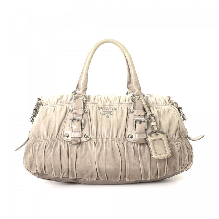 ebd105448dc2 LXRandCo guarantees this is an authentic vintage Prada handbag. Crafted in  nappa gaufré leather, this everyday purse comes in ivory.