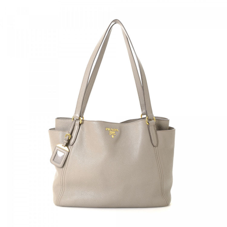 51e10947325b The authenticity of this vintage Prada Vitello tote is guaranteed by  LXRandCo. This luxurious tote bag in taupe is made in vitello daino leather.