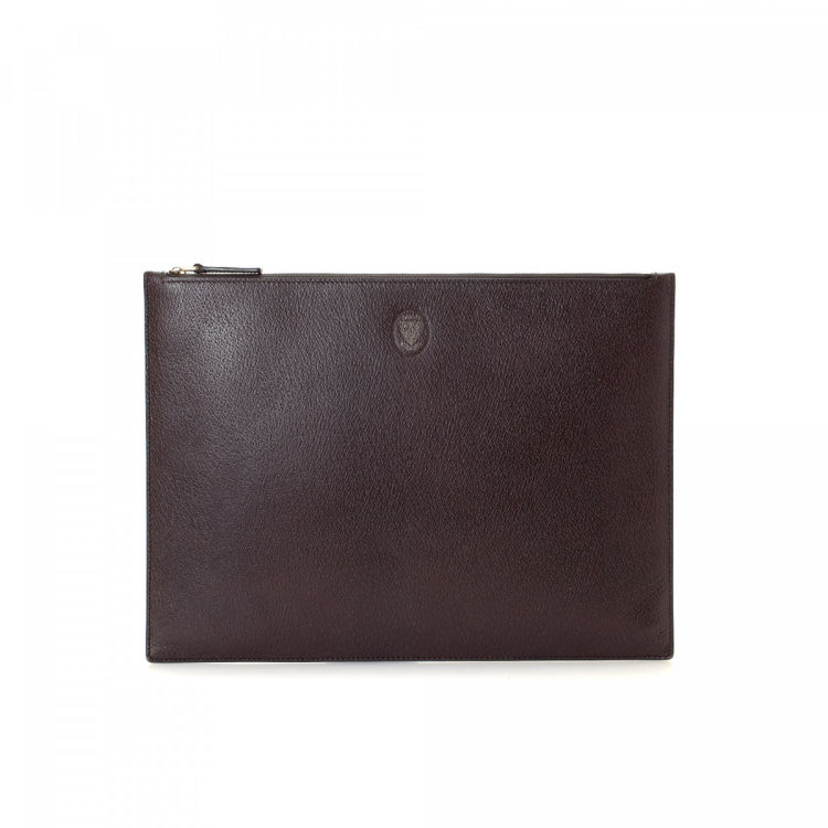 3866c1db0ee LXRandCo guarantees this is an authentic vintage Gucci clutch. Crafted in  leather