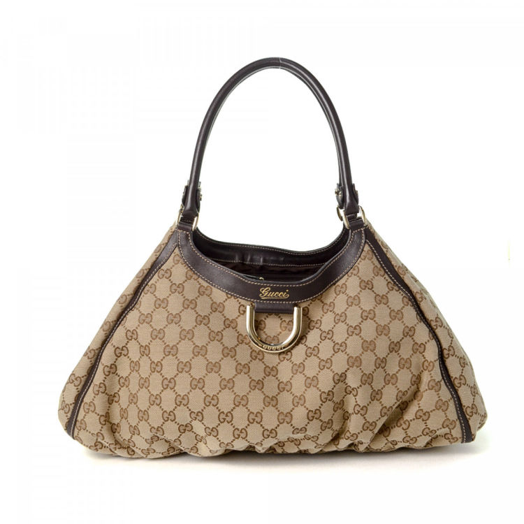 3eb5fb4f998 The authenticity of this vintage Gucci shoulder bag is guaranteed by  LXRandCo. Crafted in gg canvas