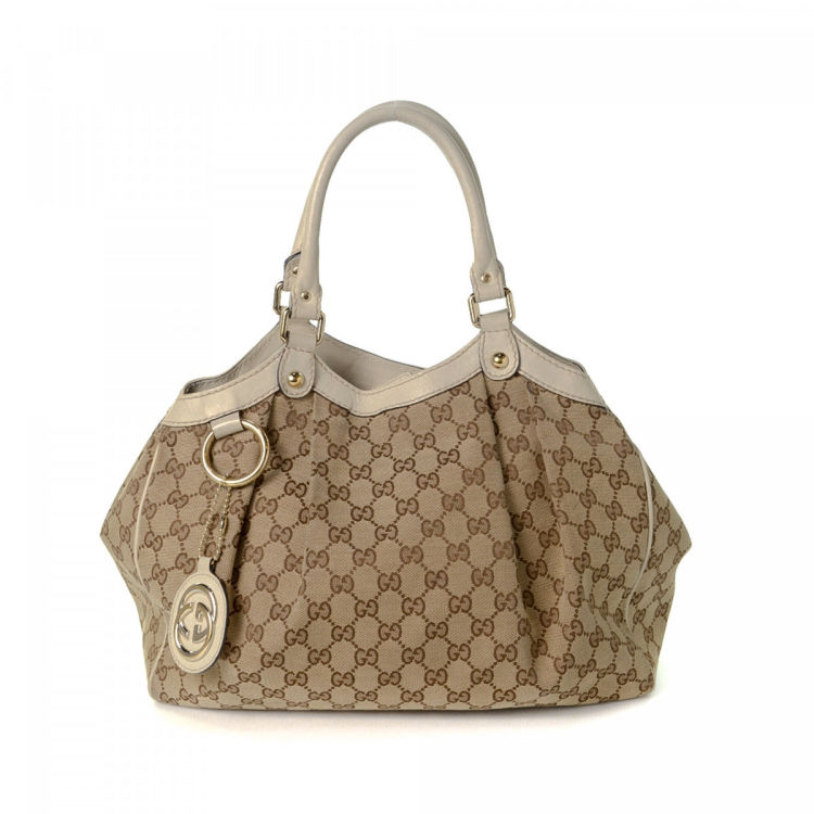 48cd1e90646 The authenticity of this vintage Gucci handbag is guaranteed by LXRandCo.  Crafted in gg canvas