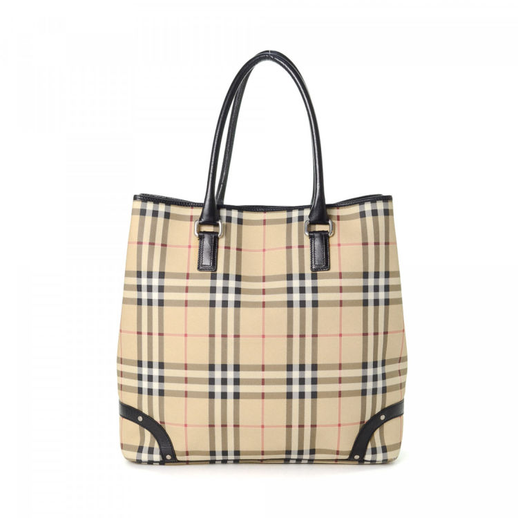 The authenticity of this vintage Burberry tote is guaranteed by LXRandCo.  This exquisite work bag was crafted in haymarket check coated canvas in  beige. 0c570138d9
