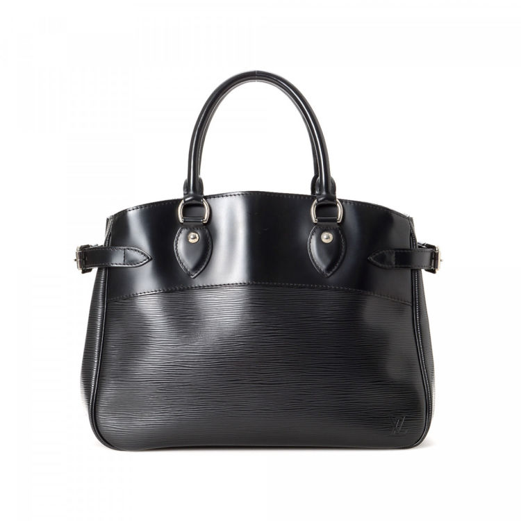 db6fd55ab06 LXRandCo guarantees the authenticity of this vintage Louis Vuitton Passy PM  handbag. This signature bag was crafted in epi leather in black.