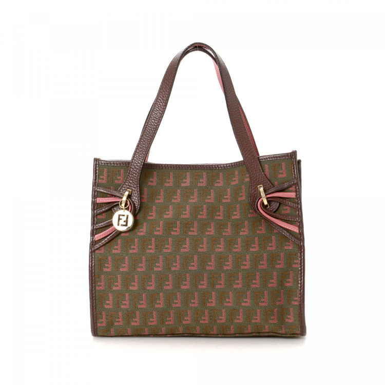 LXRandCo guarantees this is an authentic vintage Fendi handbag. Crafted in  zucca canvas 036247ee8cd40