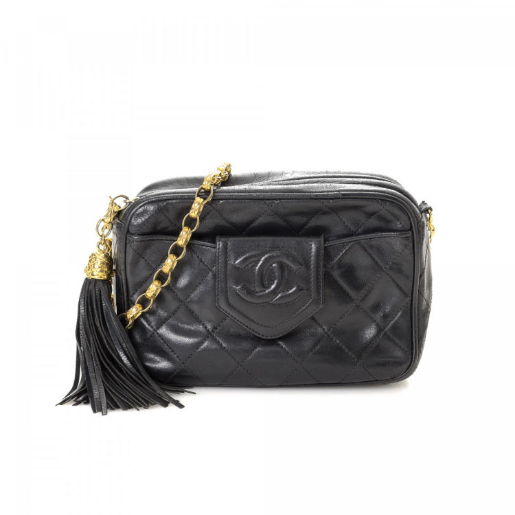 0ed69cad0b3b81 LXRandCo guarantees this is an authentic vintage Chanel Camera Crossbody  Bag shoulder bag. Crafted in lambskin leather, this practical purse comes  in black.