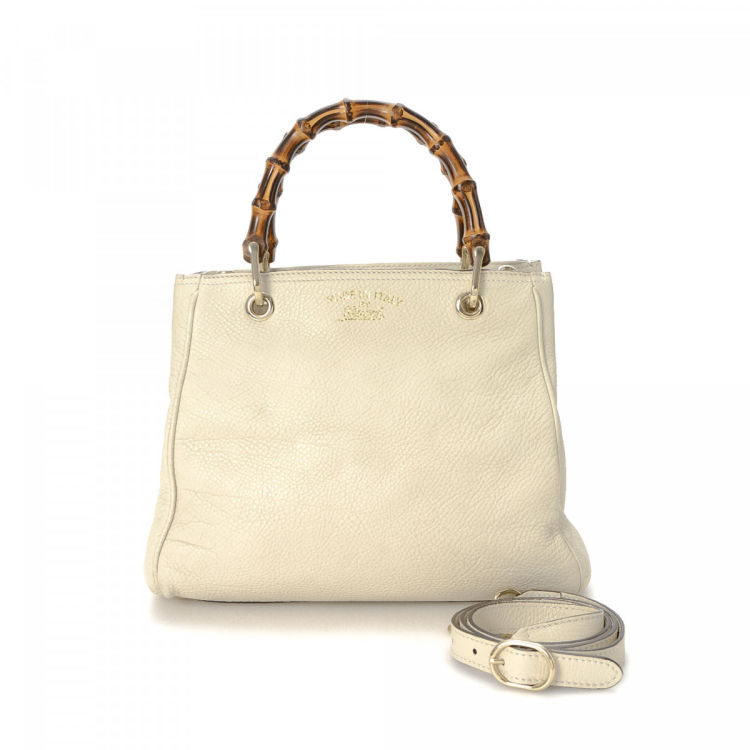 f5896e9de781 The authenticity of this vintage Gucci Mini Bamboo Shopper handbag is  guaranteed by LXRandCo. Crafted in leather, this beautiful bag comes in  ivory.