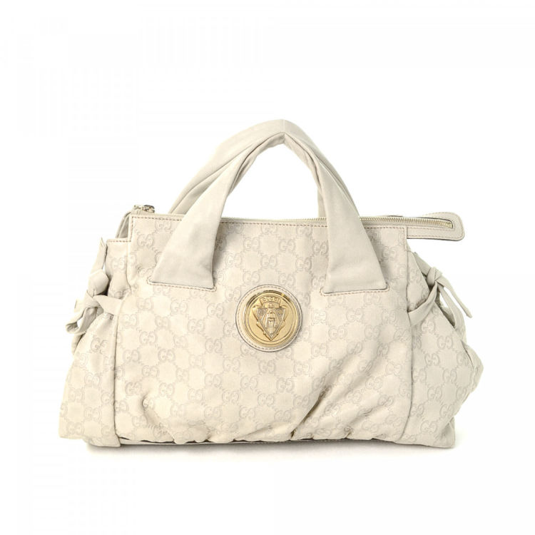 bb1aab8f65fc98 The authenticity of this vintage Gucci Hysteria Crest handbag is guaranteed  by LXRandCo. This signature handbag in ivory is made in guccissima leather.