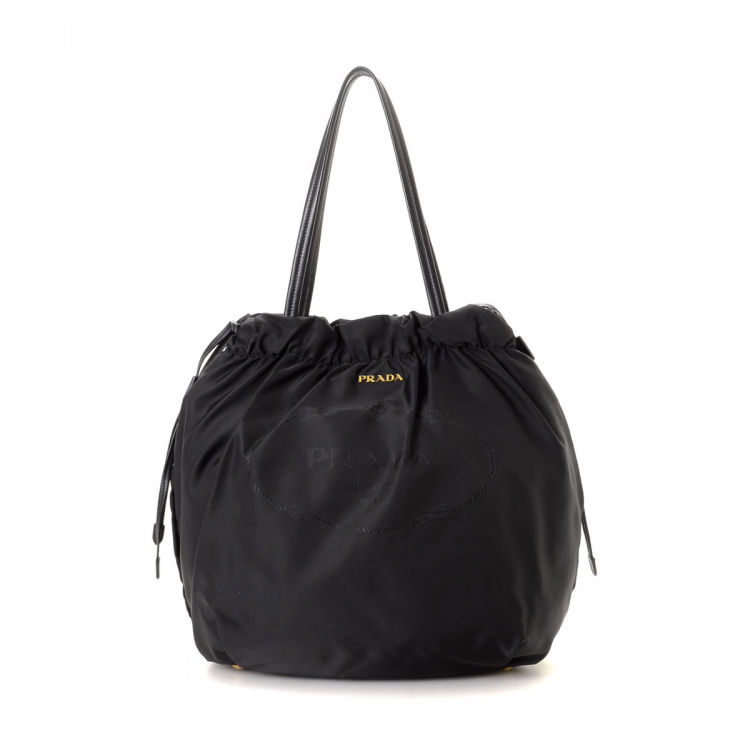 71bc83e63f3f1b The authenticity of this vintage Prada Tessuto Drawstring handbag is  guaranteed by LXRandCo. Crafted in jacquard nylon, this refined purse comes  in black.