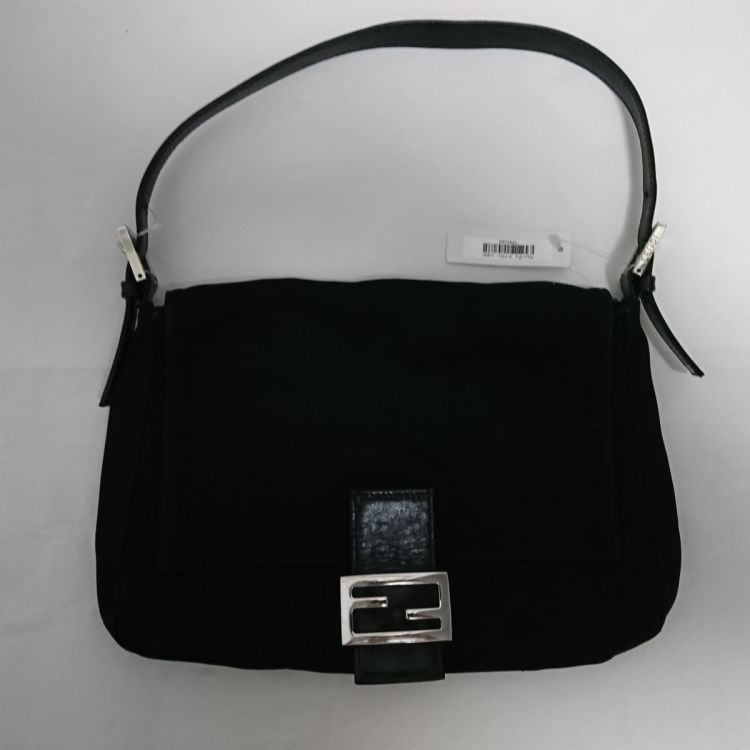 42d6cdc62cc5 The authenticity of this vintage Fendi Mamma Baguette shoulder bag is  guaranteed by LXRandCo. This everyday purse comes in black nylon. Good  condition  (AB)