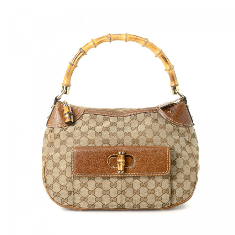 2877c1f8480 LXRandCo guarantees the authenticity of this vintage Gucci Bamboo shoulder  bag. Crafted in gg canvas