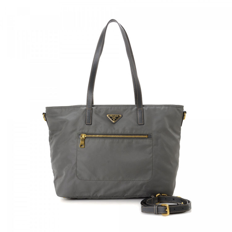 d38a1786f4f6 The authenticity of this vintage Prada Two Way tote is guaranteed by  LXRandCo. Crafted in tessuto nylon