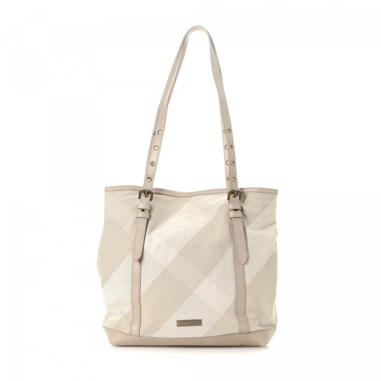 9dc8818d33a8 The authenticity of this vintage Burberry Bag tote is guaranteed by  LXRandCo. This elegant bag comes in multi color canvas. Due to the vintage  nature of ...
