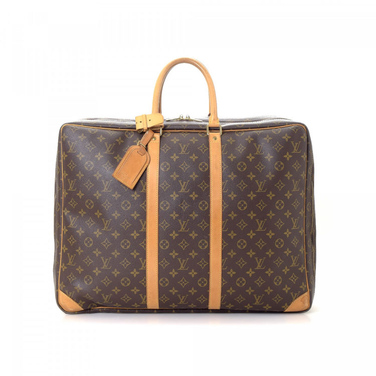 bed1f68df842 The authenticity of this vintage Louis Vuitton Sirius 55 travel bag is  guaranteed by LXRandCo. This beautiful carryall was crafted in monogram  coated canvas ...