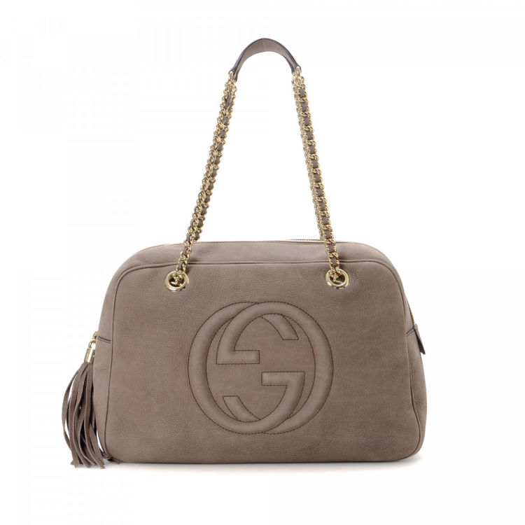 65d270f0cf2 LXRandCo guarantees this is an authentic vintage Gucci Chain shoulder bag.  This chic satchel was crafted in soho leather in beautiful dark grey. Due  to the ...