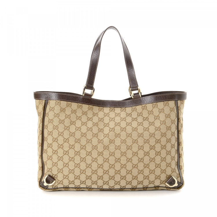 ef7dc290235d LXRandCo guarantees the authenticity of this vintage Gucci Abbey tote. This  stylish tote bag in beautiful beige is made in gg canvas.