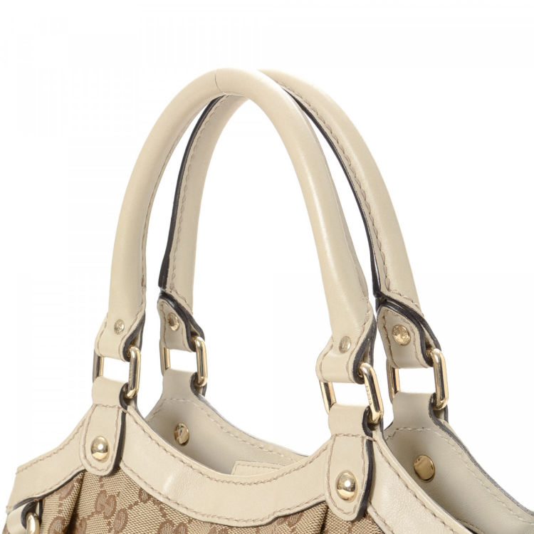 9062c8db5b27 The authenticity of this vintage Gucci Sukey tote is guaranteed by LXRandCo.  Crafted in gg canvas, this sophisticated tote bag comes in beautiful beige.