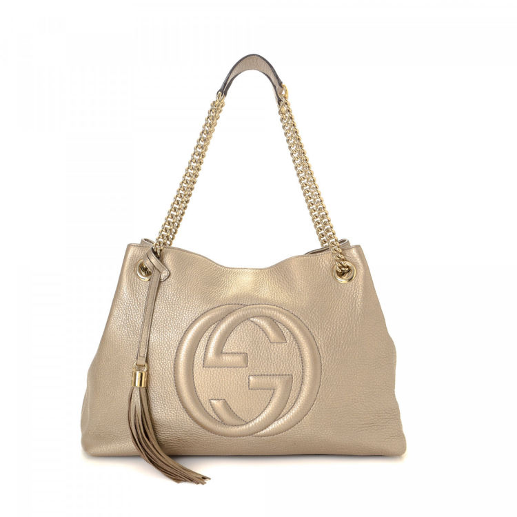 4a89f21a204e LXRandCo guarantees the authenticity of this vintage Gucci Soho Chain tote.  Crafted in leather, this beautiful tote bag comes in bronze.