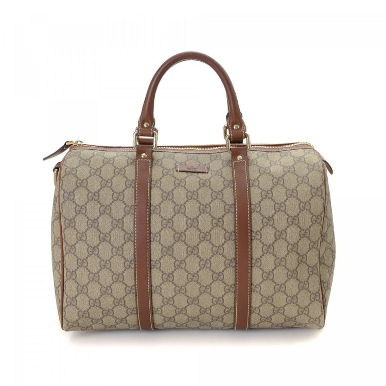 440893f0891b LXRandCo guarantees the authenticity of this vintage Gucci Boston Bag  handbag. This iconic purse in beige is made in gg supreme coated canvas.