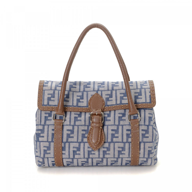 b3e06e9fc811 LXRandCo guarantees this is an authentic vintage Fendi handbag. This  elegant bag was crafted in zucca denim in blue jean. Very good condition   (A)