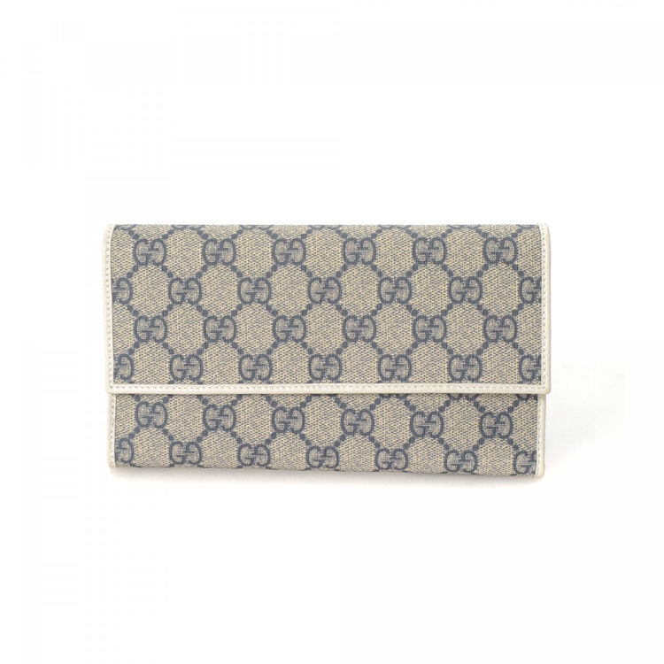 555e1c6b05d LXRandCo guarantees the authenticity of this vintage Gucci Continental  wallet. This luxurious wallet in navy is made in gg supreme coated canvas.