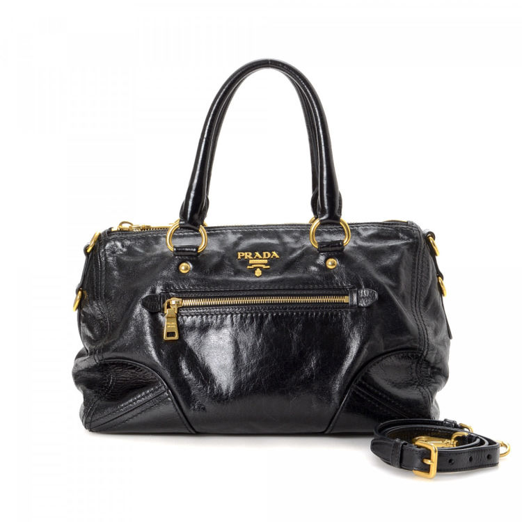 1f0c812cd96b The authenticity of this vintage Prada Two Way handbag is guaranteed by  LXRandCo. Crafted in vitello shine leather, this signature bag comes in  beautiful ...