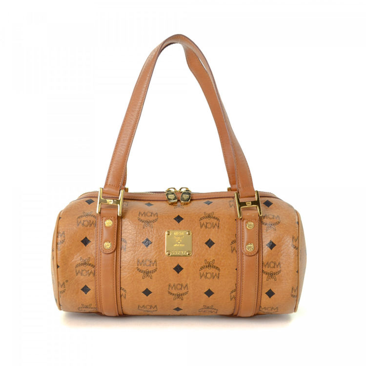 f7d192b4a LXRandCo guarantees the authenticity of this vintage MCM shoulder bag. This  beautiful satchel in cognac is made in visetos leather.