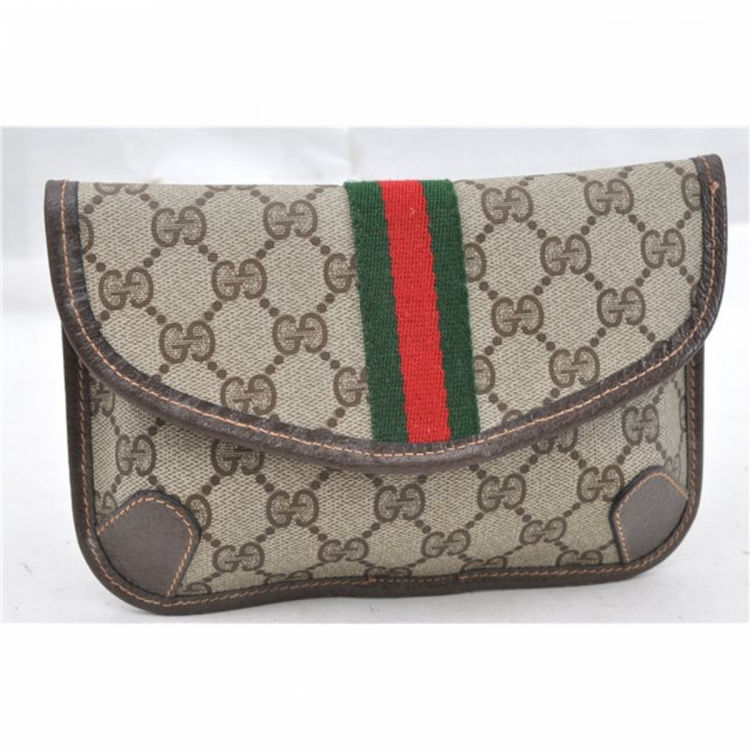 8fa9ba27bf6 The authenticity of this vintage Gucci Web Clutch vanity case   pouch is  guaranteed by LXRandCo. This beautiful travel kit was crafted in gg supreme  coated ...
