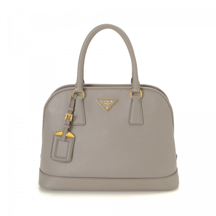 330a535335fc The authenticity of this vintage Prada Two Way handbag is guaranteed by  LXRandCo. Crafted in saffiano leather, this classic handbag comes in  beautiful grey.
