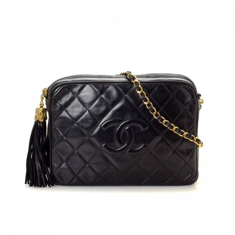 235c3a47a1f The authenticity of this vintage Chanel CC Chain shoulder bag is guaranteed  by LXRandCo. This refined satchel was crafted in leather in black.