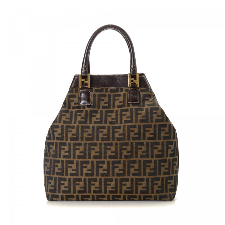 3698d7e5a905 The authenticity of this vintage Fendi tote is guaranteed by LXRandCo. This  classic bag in beautiful brown is made in zucca canvas.