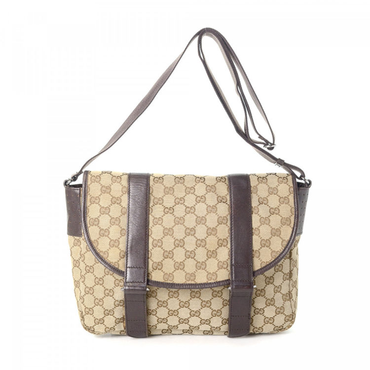 c591e4261 LXRandCo guarantees the authenticity of this vintage Gucci Crossbody Bag  messenger & crossbody bag. This sophisticated crossbody was crafted in gg  canvas in ...