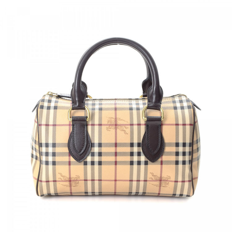 c3971a500ccf The authenticity of this vintage Burberry Boston Bag handbag is guaranteed  by LXRandCo. This sophisticated handbag was crafted in haymarket check pvc  in ...