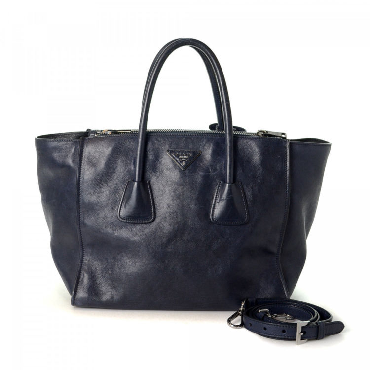 bb8723272a3c The authenticity of this vintage Prada Two Way Bag tote is guaranteed by  LXRandCo. This stylish work bag in navy is made of leather.