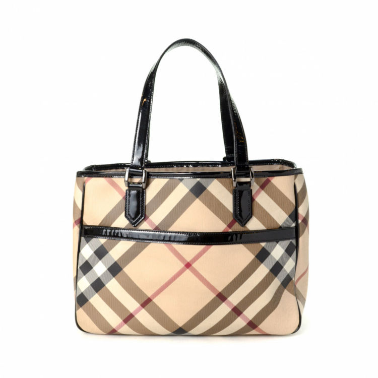 d2bfcd459fee The authenticity of this vintage Burberry tote is guaranteed by LXRandCo.  This stylish tote bag was crafted in haymarket check pvc in beige.