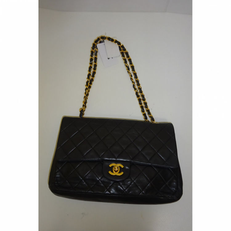 3ec6a04cccc0bd LXRandCo guarantees the authenticity of this vintage Chanel Medium Double  Flap shoulder bag. This beautiful shoulder bag in black is made of calf.
