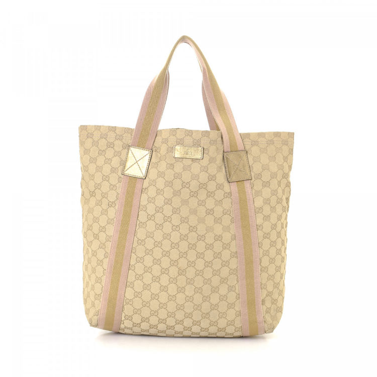 913c29a0d669 LXRandCo guarantees the authenticity of this vintage Gucci tote. This chic tote  bag was crafted in gg canvas in beige. Due to the vintage nature of this ...